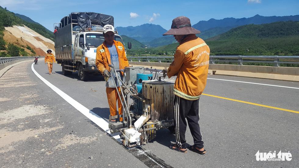 Ngắm cao tốc La Sơn - Túy Loan xuyên vườn quốc gia Bạch Mã - Ảnh 10.
