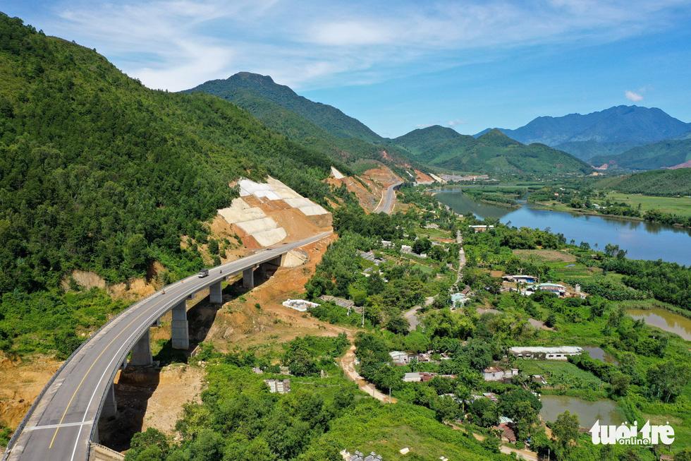 Ngắm cao tốc La Sơn - Túy Loan xuyên vườn quốc gia Bạch Mã - Ảnh 3.
