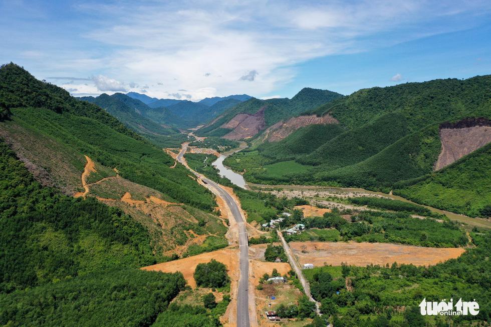 Ngắm cao tốc La Sơn - Túy Loan xuyên vườn quốc gia Bạch Mã - Ảnh 7.