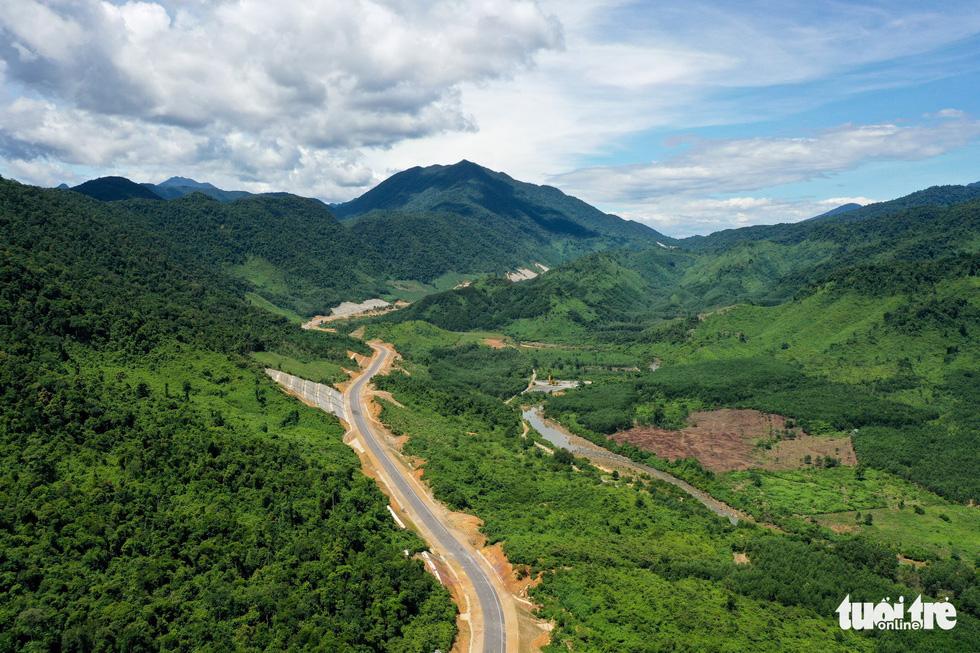 Ngắm cao tốc La Sơn - Túy Loan xuyên vườn quốc gia Bạch Mã - Ảnh 5.