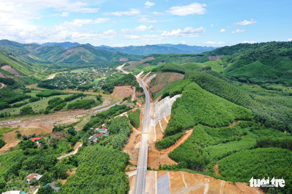 Ngắm cao tốc La Sơn - Túy Loan xuyên vườn quốc gia Bạch Mã - Ảnh 8.