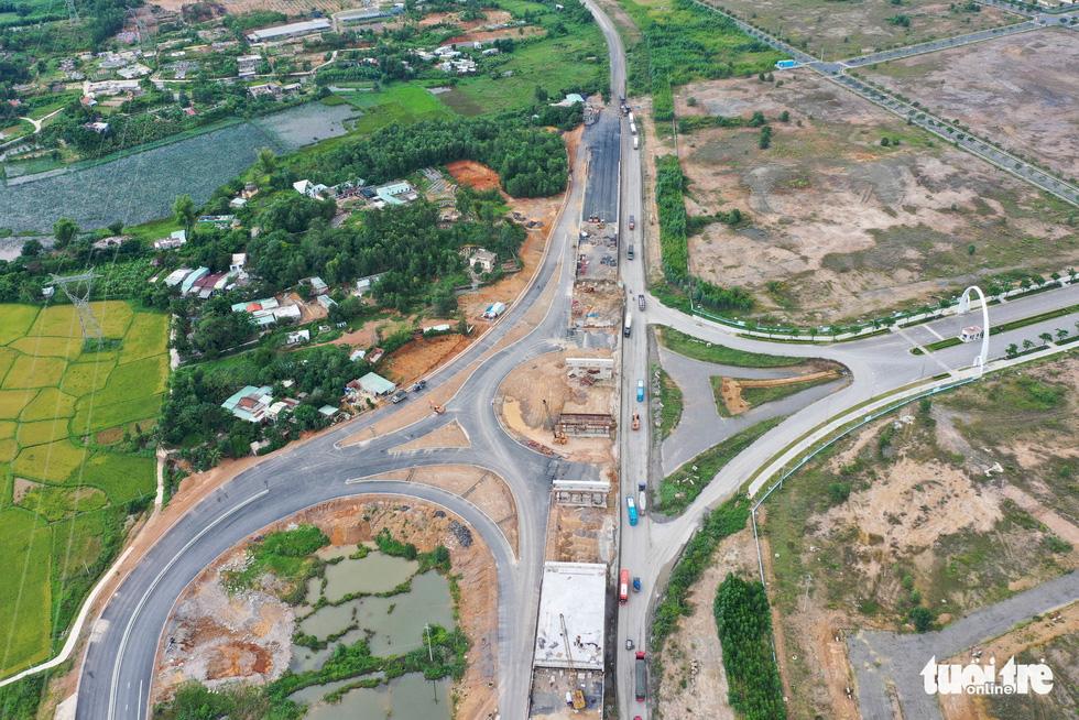 Ngắm cao tốc La Sơn - Túy Loan xuyên vườn quốc gia Bạch Mã - Ảnh 9.