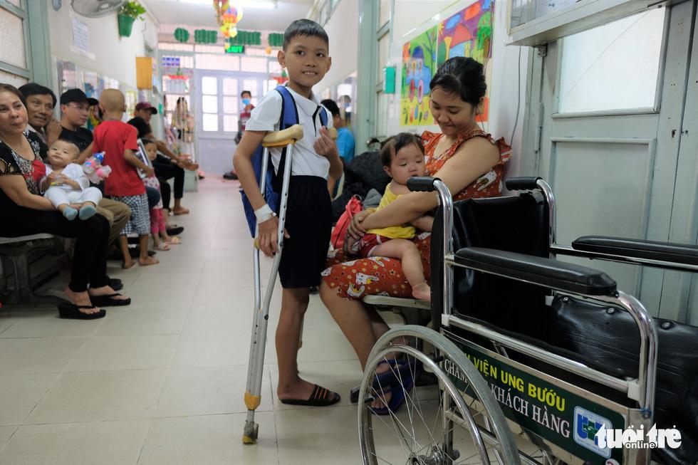 Lễ khai giảng ở bệnh viện của các chiến binh nhí - Ảnh 10.