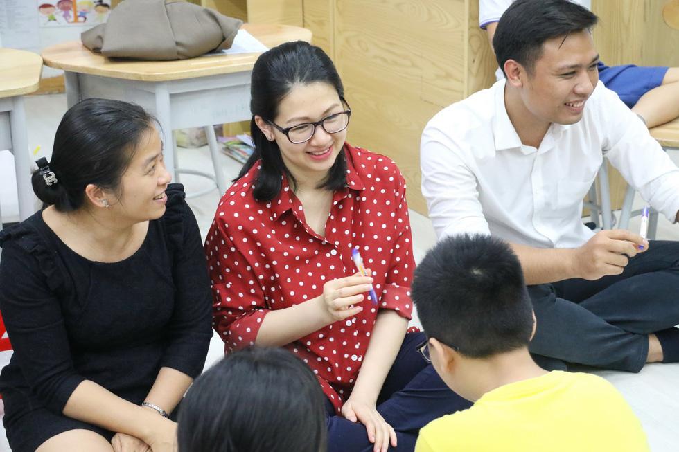 Học trò tiểu học tổ chức họp các bố mẹ - Ảnh 5.