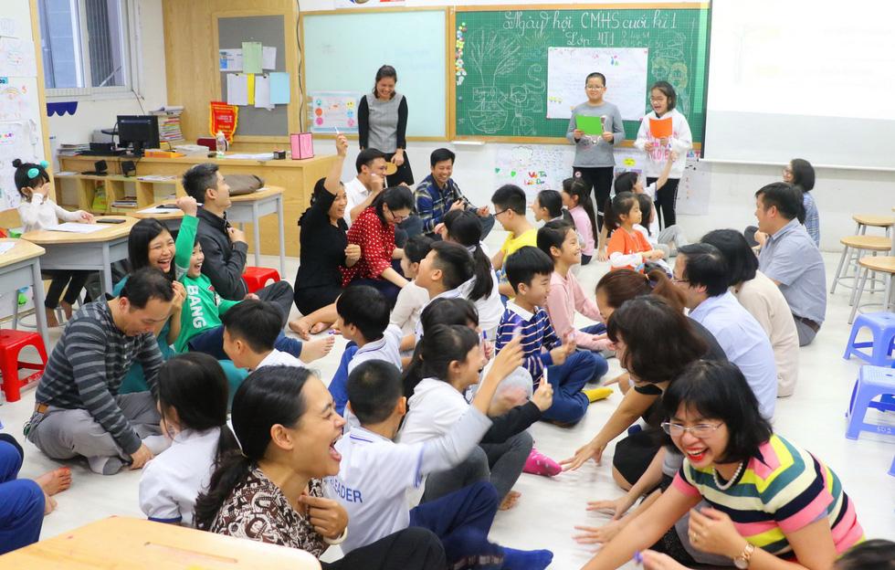 Học trò tiểu học tổ chức họp các bố mẹ - Ảnh 6.