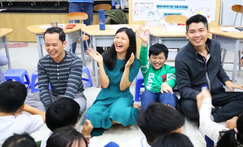 Học trò tiểu học tổ chức họp các bố mẹ - Ảnh 7.
