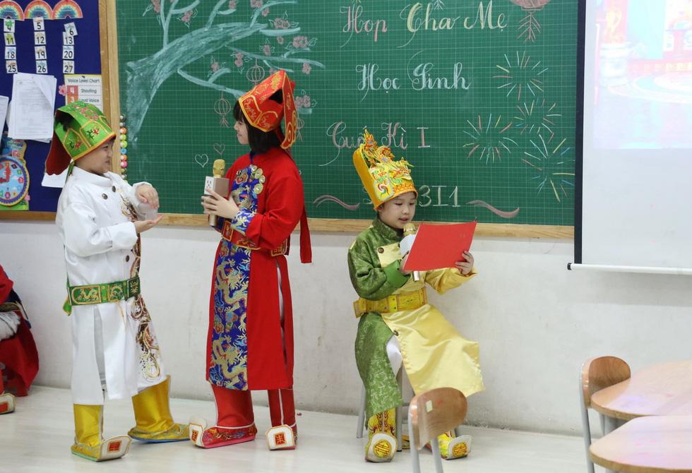 Học trò tiểu học tổ chức họp các bố mẹ - Ảnh 3.