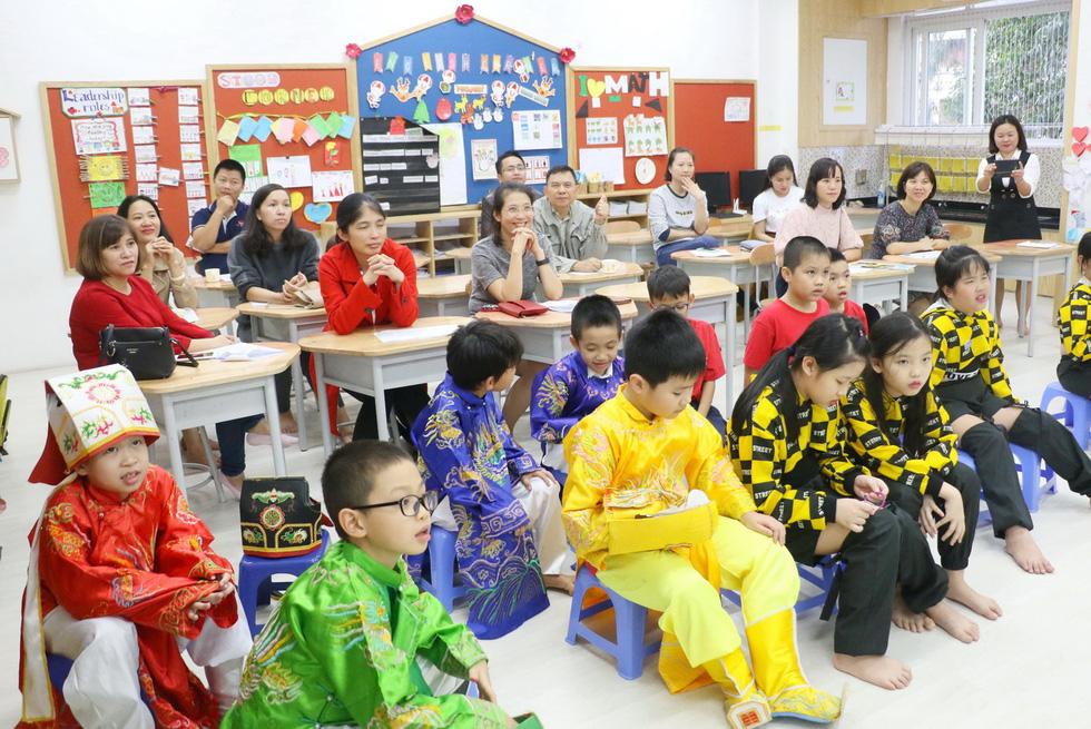 Học trò tiểu học tổ chức họp các bố mẹ - Ảnh 8.