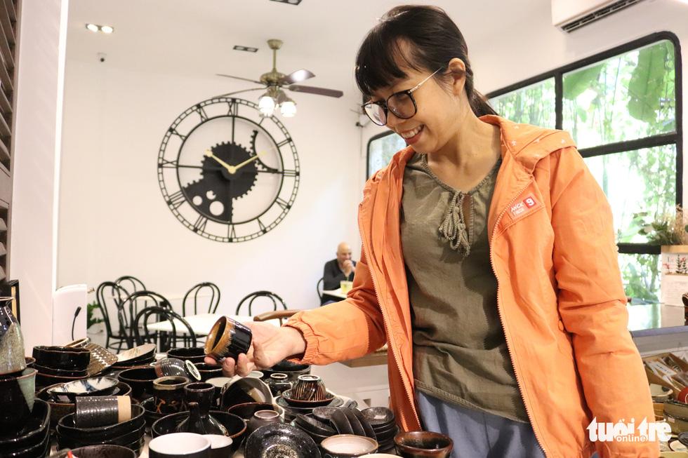 Độc đáo phiên chợ đồ gốm trong quán cafe - Ảnh 7.