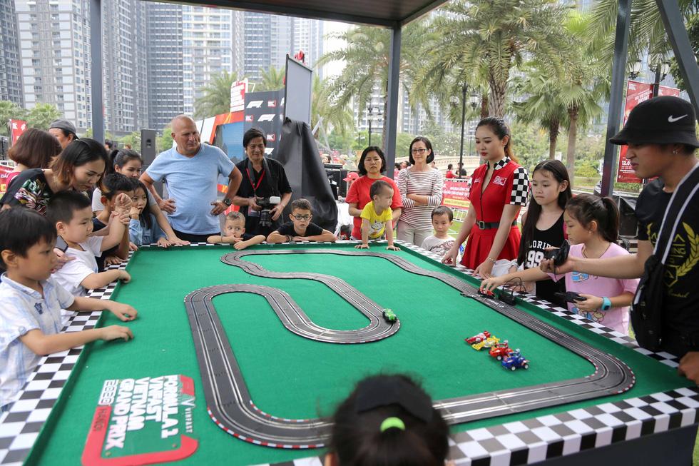 Sôi động chương trình chào đón đua xe công thức 1 tại TP.HCM - Ảnh 2.