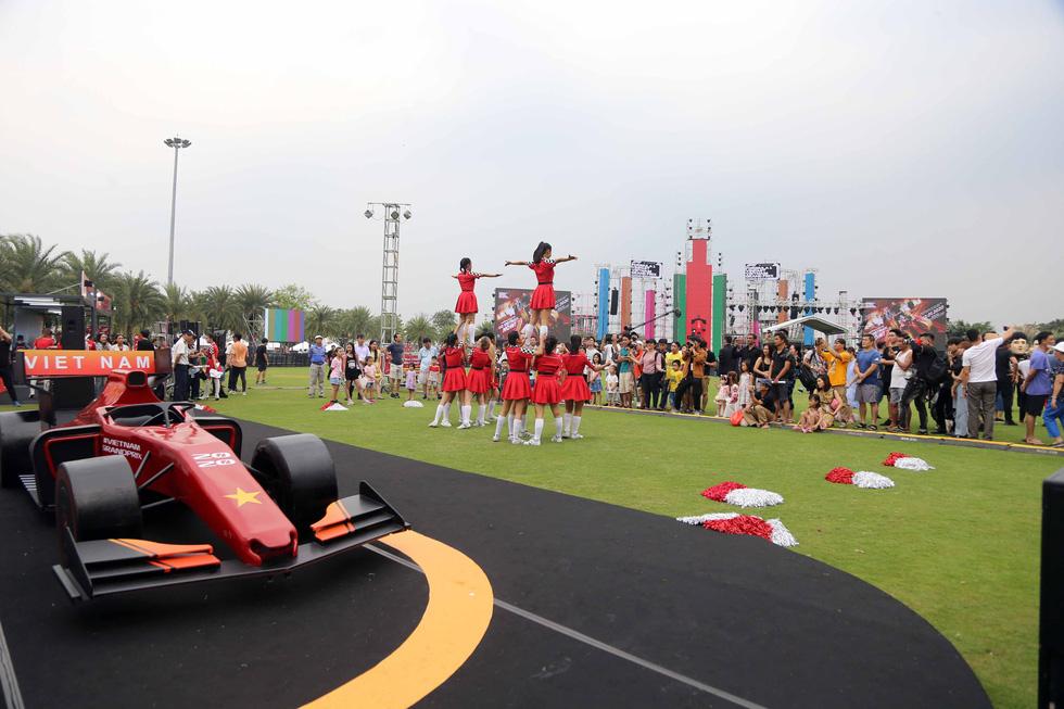 Sôi động chương trình chào đón đua xe công thức 1 tại TP.HCM - Ảnh 4.