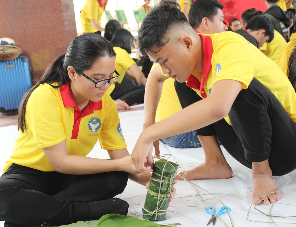 Tết sẻ chia của sinh viên TP.HCM - Ảnh 6.