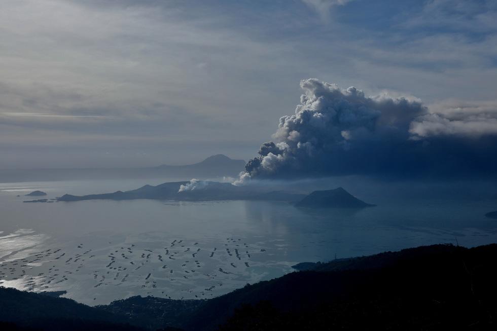 Trước khi 'thức giấc' sau 40 năm, núi lửa ở Philippines hấp dẫn du khách như thế nào? - Ảnh 1.