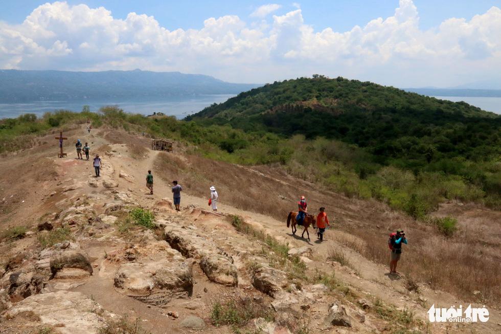 Trước khi 'thức giấc' sau 40 năm, núi lửa ở Philippines hấp dẫn du khách như thế nào? - Ảnh 13.