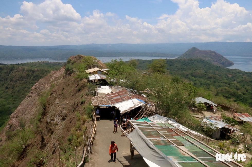 Trước khi 'thức giấc' sau 40 năm, núi lửa ở Philippines hấp dẫn du khách như thế nào? - Ảnh 8.