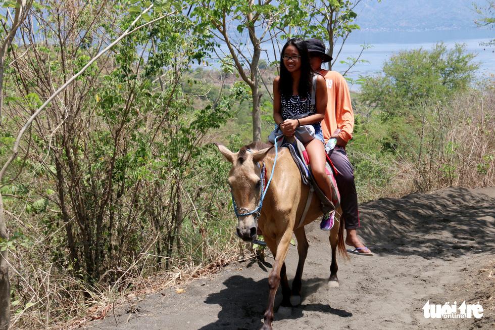Trước khi 'thức giấc' sau 40 năm, núi lửa ở Philippines hấp dẫn du khách như thế nào? - Ảnh 7.
