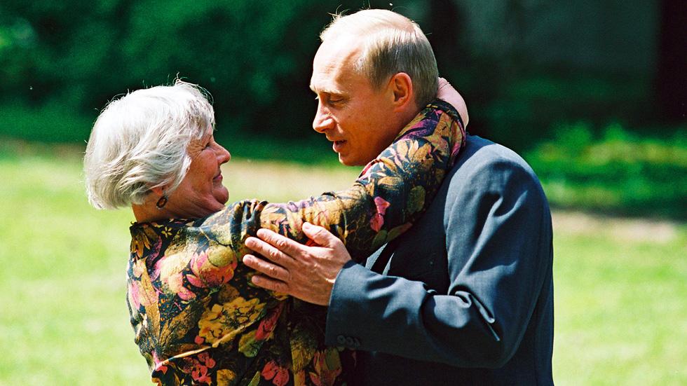 Nhảy múa cùng Bush, và những hình ảnh thú vị 20 năm ông Putin nắm quyền - Ảnh 5.