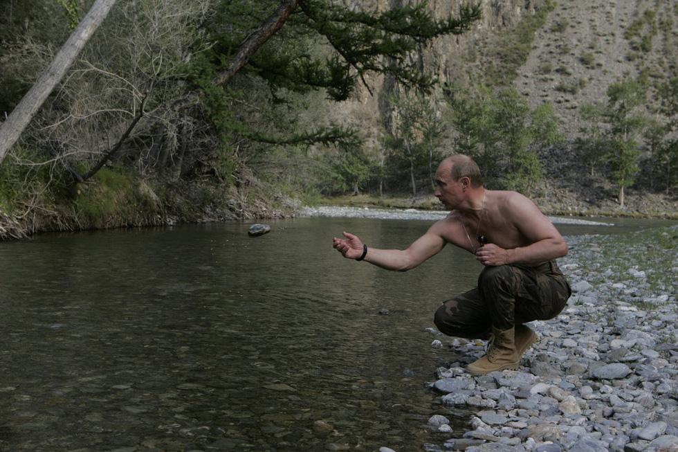 Nhảy múa cùng Bush, và những hình ảnh thú vị 20 năm ông Putin nắm quyền - Ảnh 12.