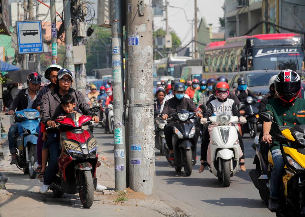 Ken đặc người xe đường Sài Gòn những ngày giáp tết - Ảnh 8.