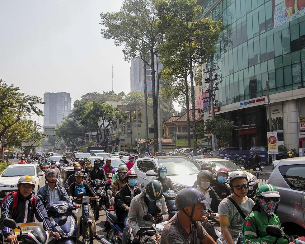Ken đặc người xe đường Sài Gòn những ngày giáp tết - Ảnh 7.