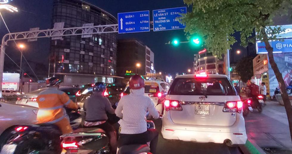 Ken đặc người xe đường Sài Gòn những ngày giáp tết - Ảnh 11.