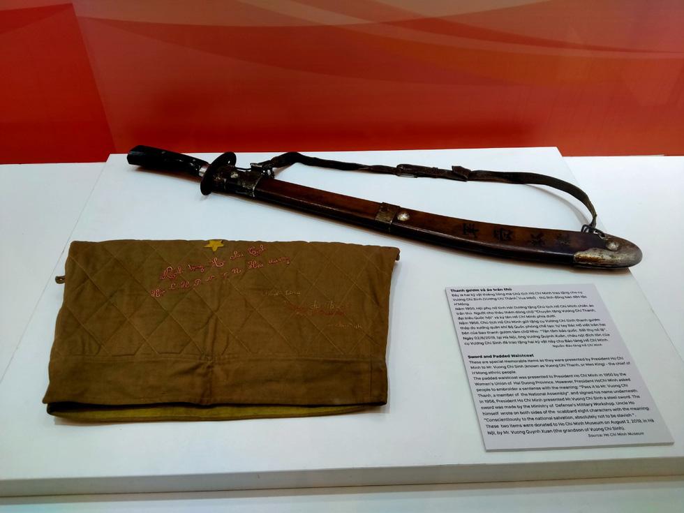 Khai mạc trưng bày Tự hào 90 năm Đảng Cộng sản Việt Nam - Ảnh 6.