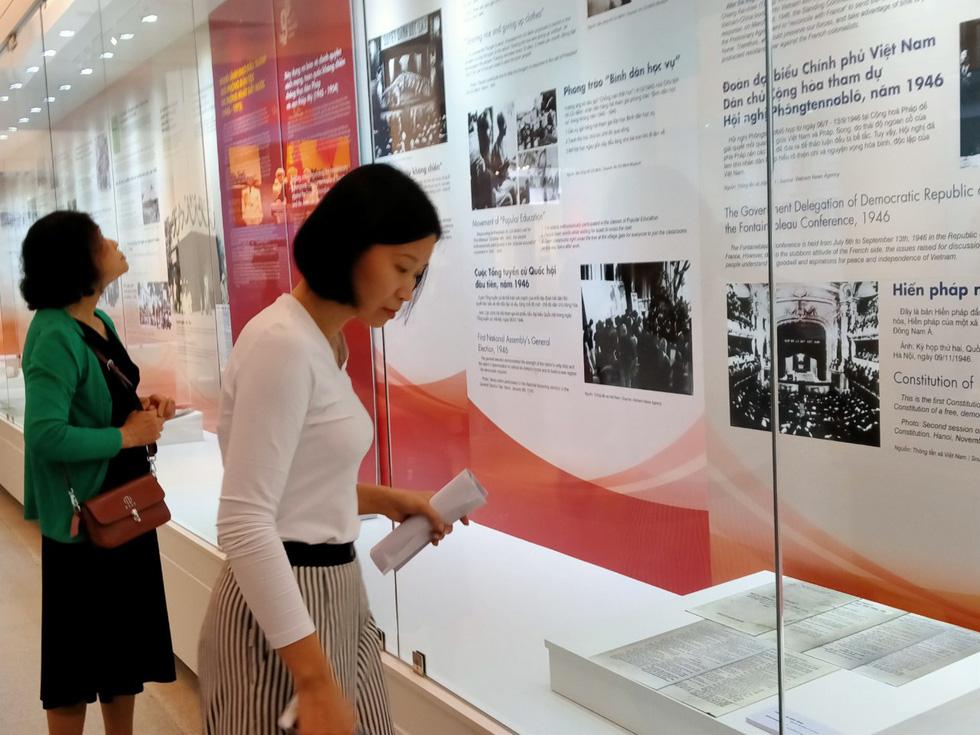 Khai mạc trưng bày Tự hào 90 năm Đảng Cộng sản Việt Nam - Ảnh 2.