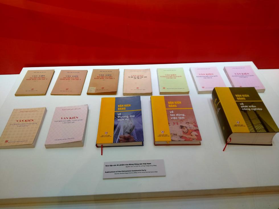 Khai mạc trưng bày Tự hào 90 năm Đảng Cộng sản Việt Nam - Ảnh 4.