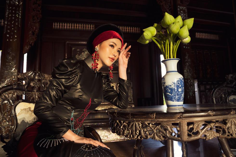 Hoa hậu Phương Khánh, Minh Tú khoe sắc trong bộ sưu tập áo dài Bay lả bay la - Ảnh 7.