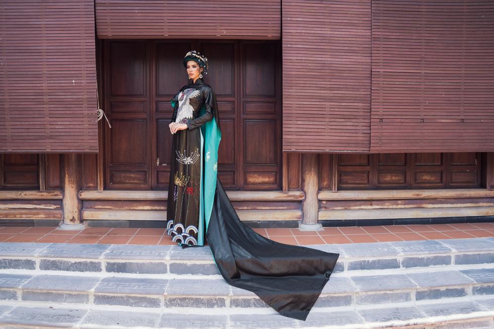 Hoa hậu Phương Khánh, Minh Tú khoe sắc trong bộ sưu tập áo dài Bay lả bay la - Ảnh 8.