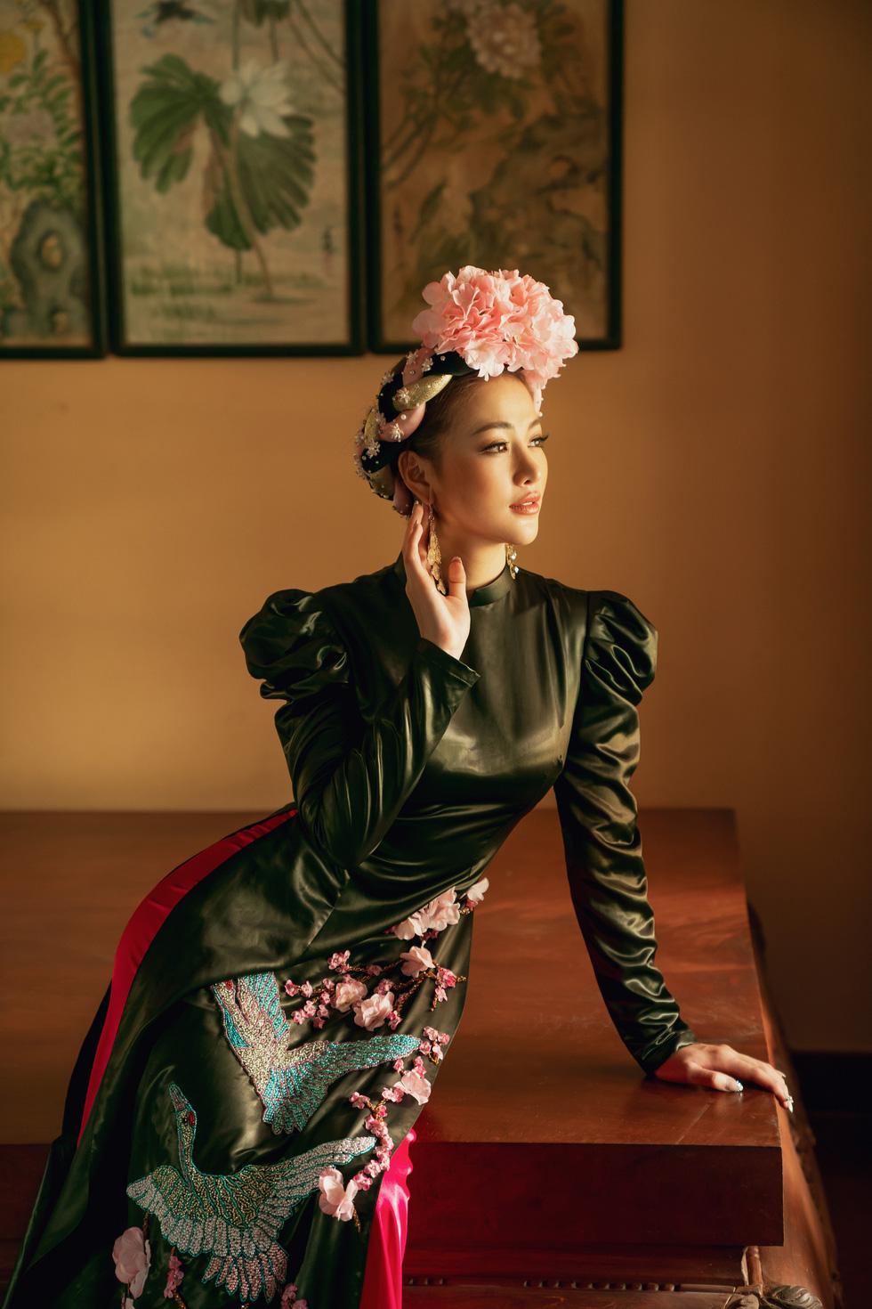 Hoa hậu Phương Khánh, Minh Tú khoe sắc trong bộ sưu tập áo dài Bay lả bay la - Ảnh 12.