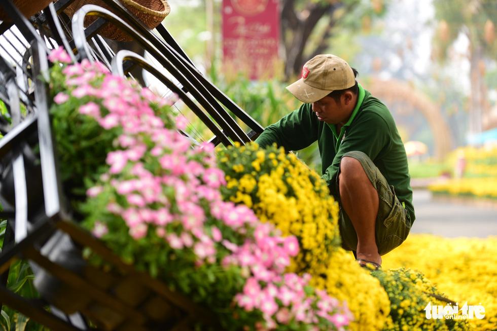 Cận cảnh đường hoa rước lộc đồng hoa Phú Mỹ Hưng Tết Canh Tý - Ảnh 17.