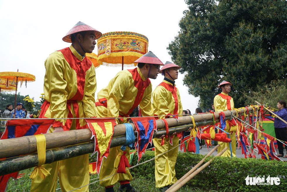Thả cá chép, dựng cây nêu đón năm mới tại Hoàng thành Thăng Long - Ảnh 4.