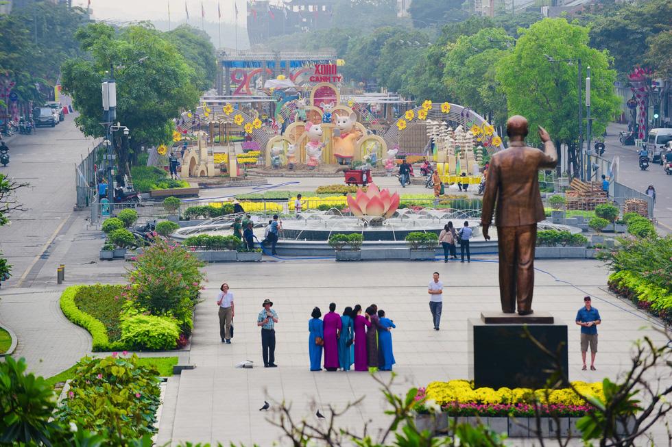 Đường hoa Nguyễn Huệ 2020 dự kiến xong từ 26 Tết - Ảnh 6.