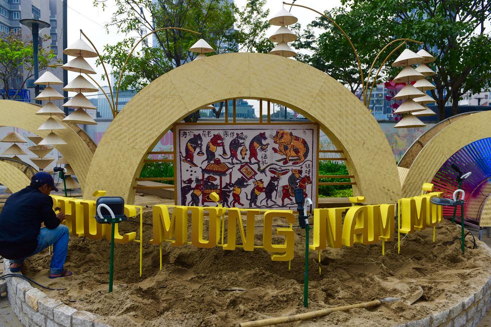 Đường hoa Nguyễn Huệ 2020 dự kiến xong từ 26 Tết - Ảnh 12.