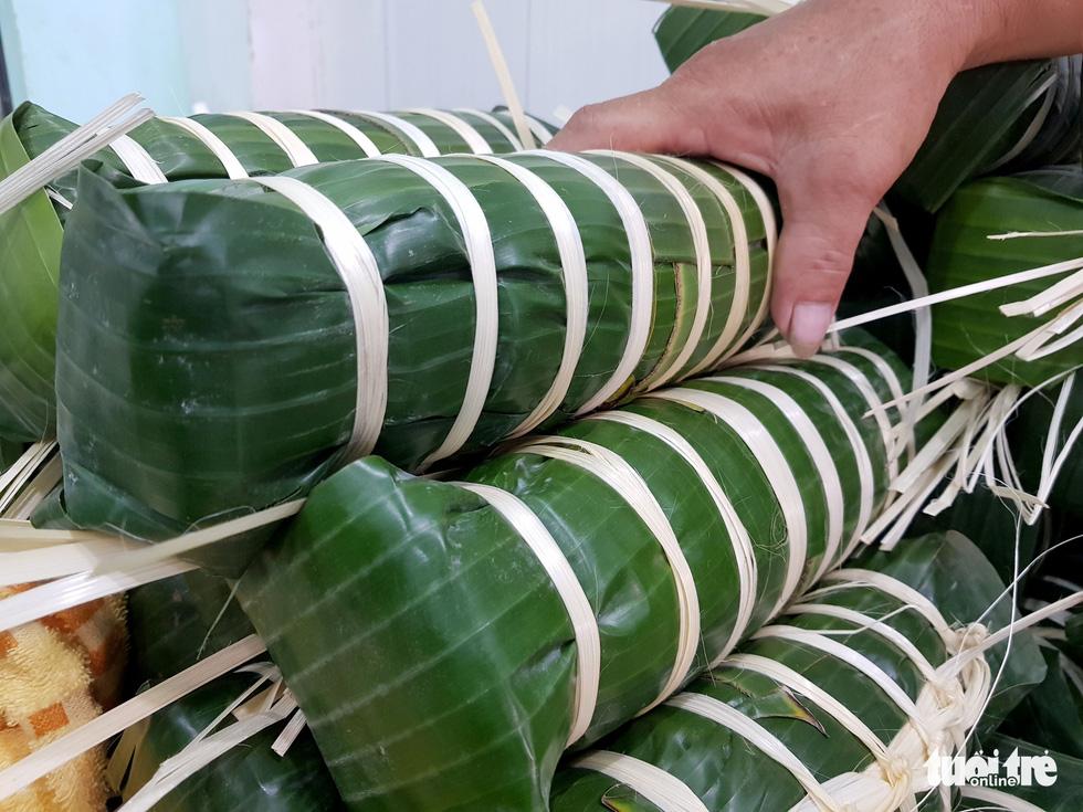 Tiểu đội nông dân Huế 'cưỡi' phi cơ vô Sài Gòn gói bánh chưng, bánh tét - Ảnh 8.