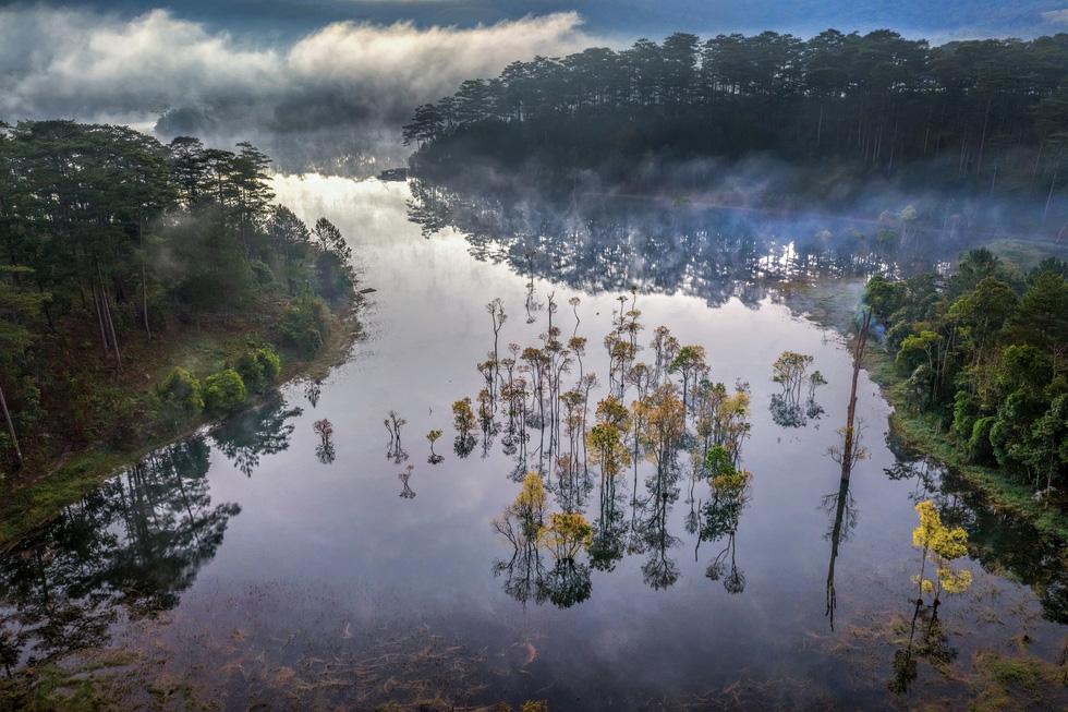 Sương mai bảng lãng trên mặt hồ Tuyền Lâm, đẹp tựa trời Âu - Ảnh 5.