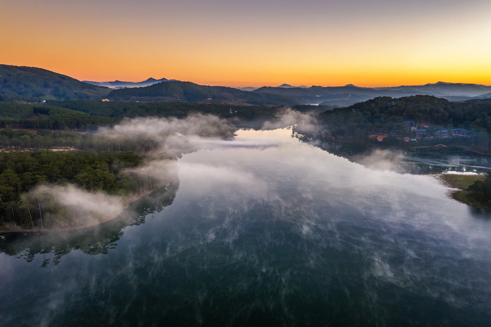 Sương mai bảng lãng trên mặt hồ Tuyền Lâm, đẹp tựa trời Âu - Ảnh 6.