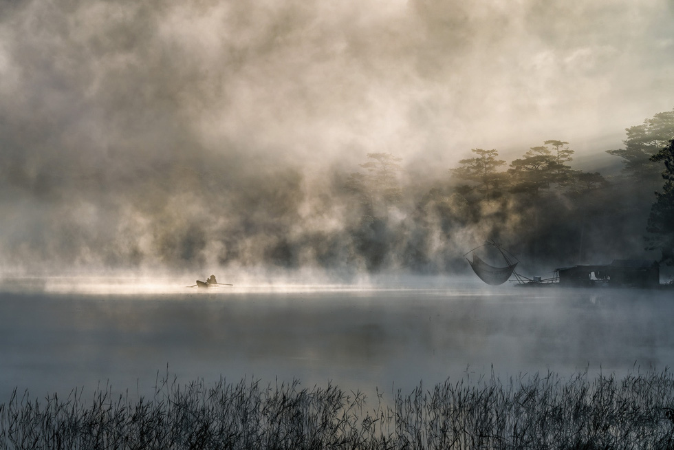 Sương mai bảng lãng trên mặt hồ Tuyền Lâm, đẹp tựa trời Âu - Ảnh 4.