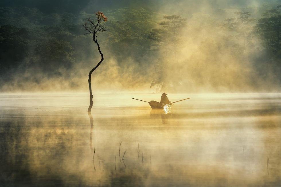 Sương mai bảng lãng trên mặt hồ Tuyền Lâm, đẹp tựa trời Âu - Ảnh 3.