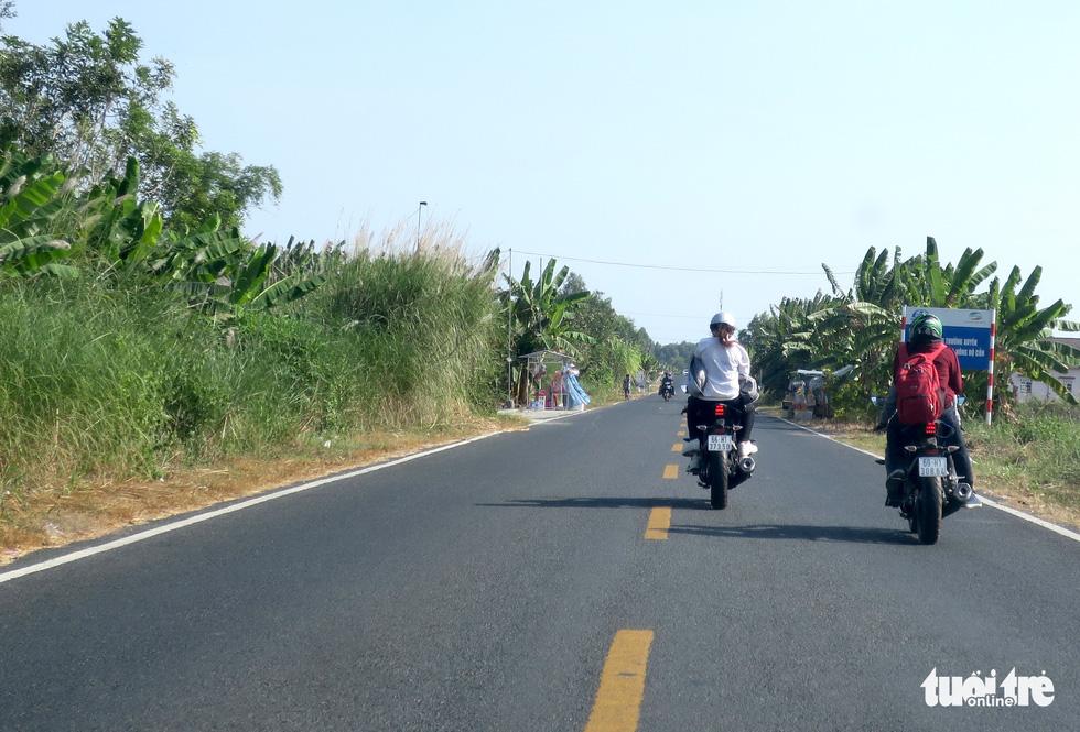Muôn kiểu đường về quê bằng xe máy - Ảnh 5.