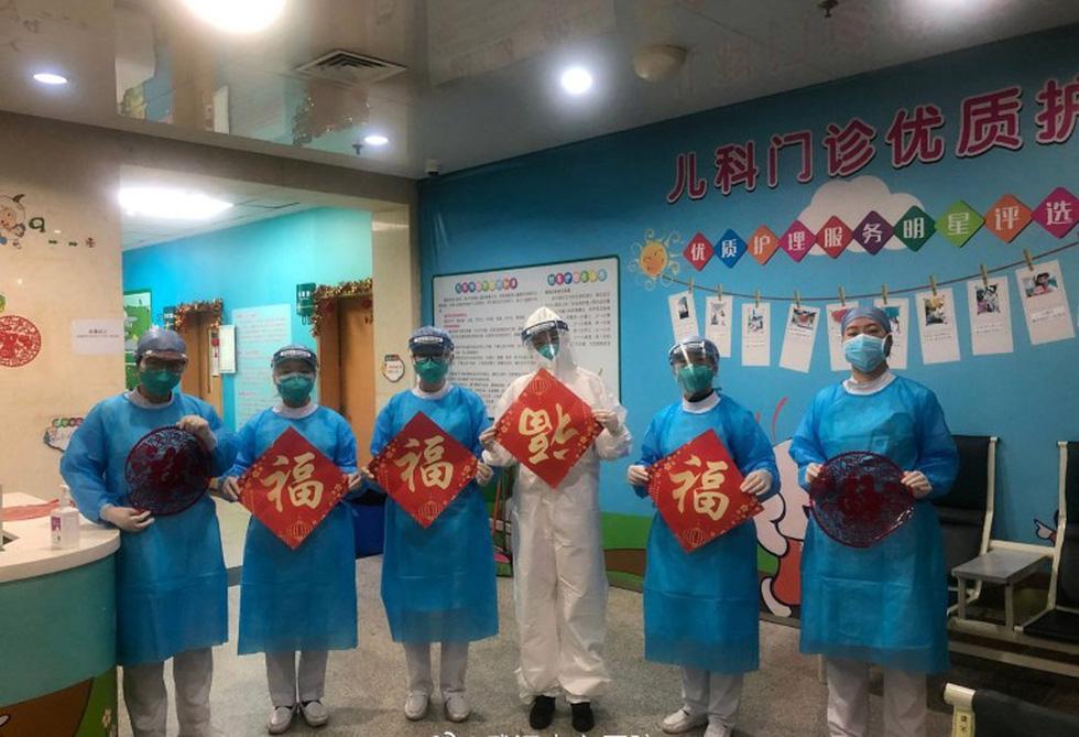 Những gì diễn ra bên trong bệnh viện tại Vũ Hán? - Ảnh 3.