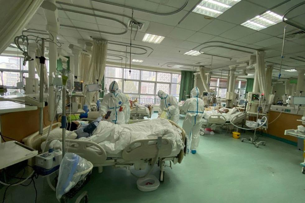 Những gì diễn ra bên trong bệnh viện tại Vũ Hán? - Ảnh 4.