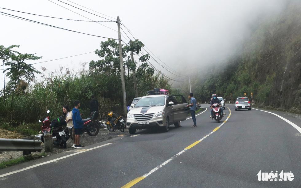 Checkin nơi nguy hiểm: đỉnh đèo Khánh Lê - Ảnh 4.