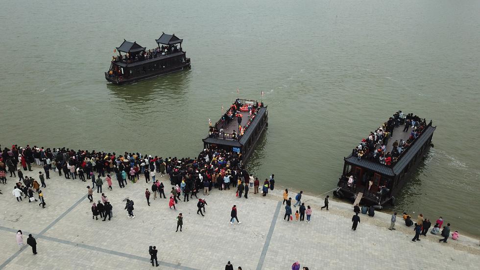 Du khách hài hước đổi tên chùa Tam Chúc thành Chen Chúc vì quá tải - Ảnh 6.