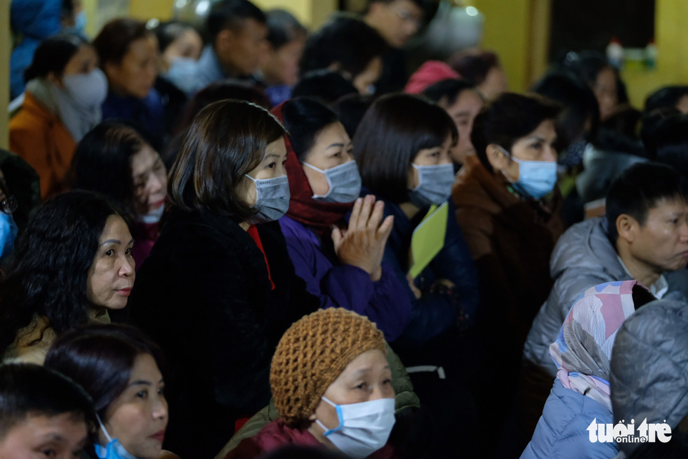 Bỏ dâng sao giải hạn và lo virus corona, lễ cầu an ở chùa Phúc Khánh trật tự không ngờ - Ảnh 4.