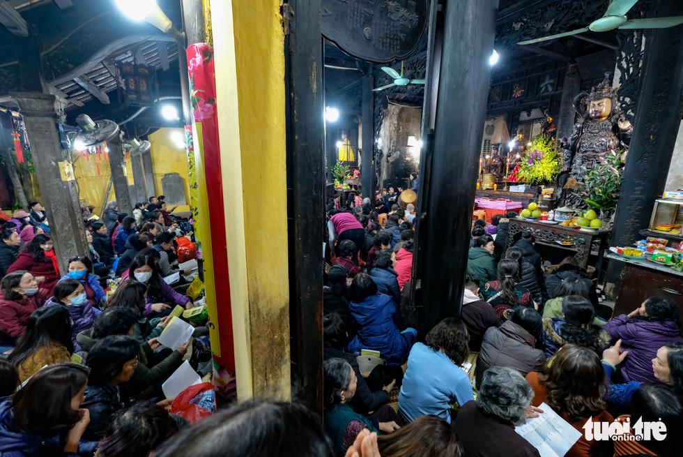 Bỏ dâng sao giải hạn và lo virus corona, lễ cầu an ở chùa Phúc Khánh trật tự không ngờ - Ảnh 8.