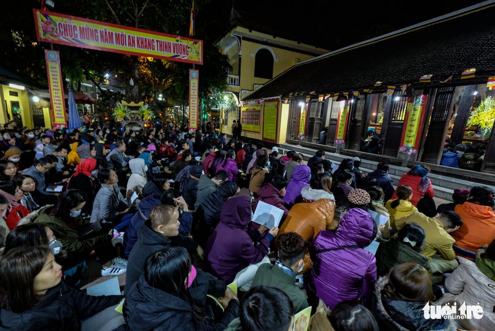 Bỏ dâng sao giải hạn và lo virus corona, lễ cầu an ở chùa Phúc Khánh trật tự không ngờ - Ảnh 2.