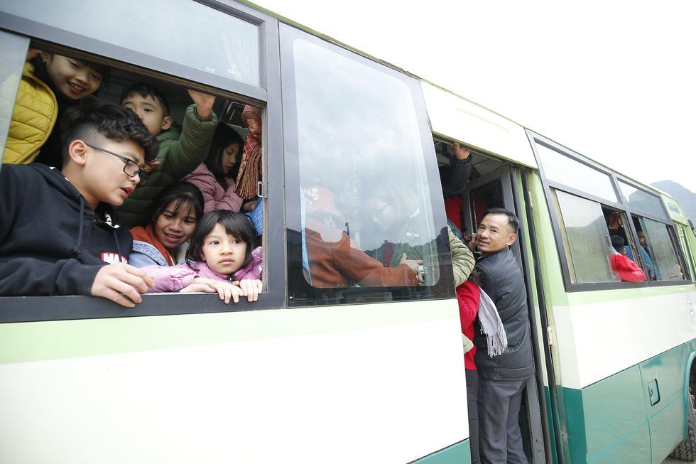 Du khách hài hước đổi tên chùa Tam Chúc thành Chen Chúc vì quá tải - Ảnh 8.