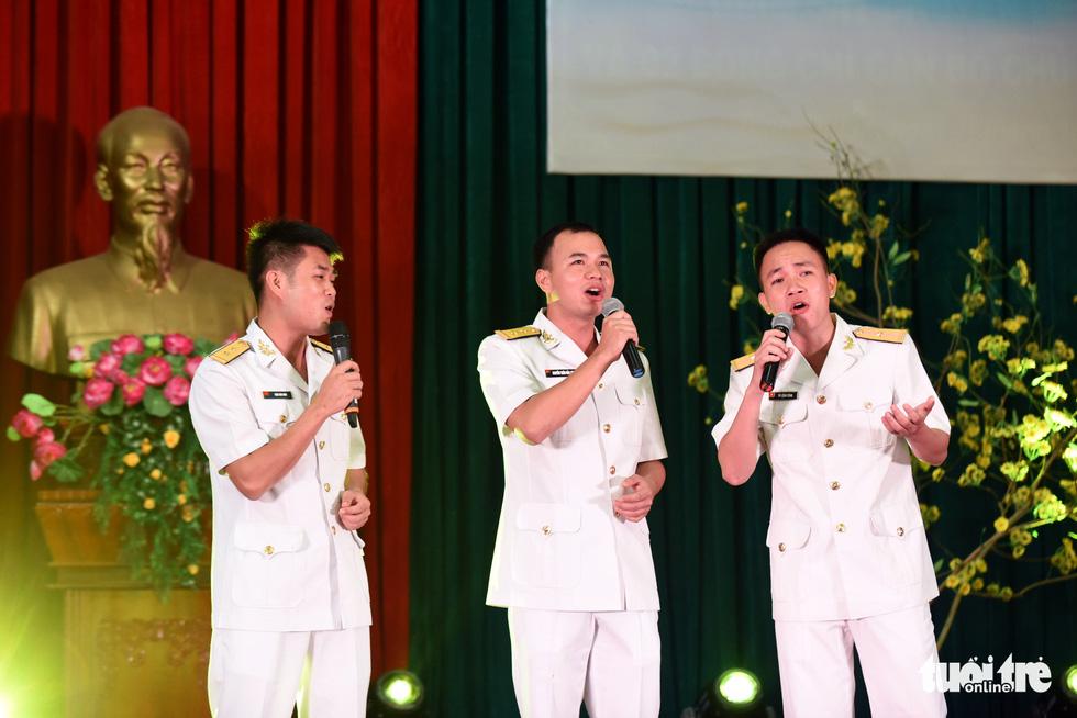 Mùa xuân biển đảo lần 9: Bên vịnh Phan Thiết, bâng khuâng nhớ Trường Sa - Ảnh 12.